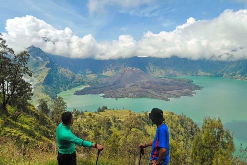 Hiking Crater Rim Senaru – Lake 3 Days