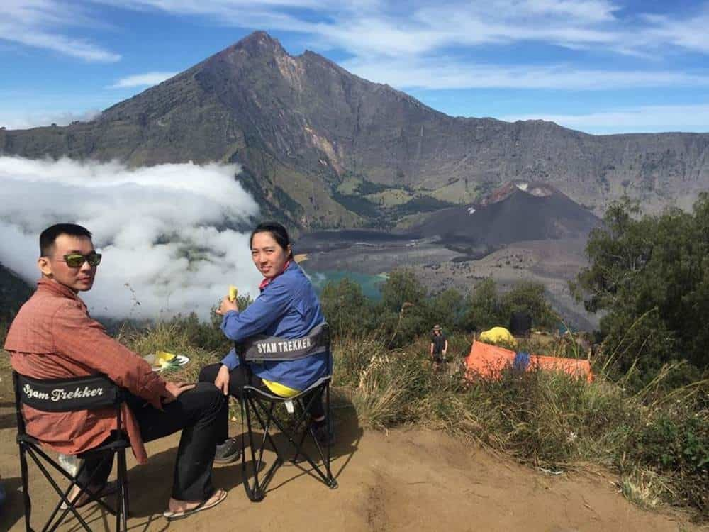 Hiking Crater Rim, Lake and Summit Rinjani 4 Days