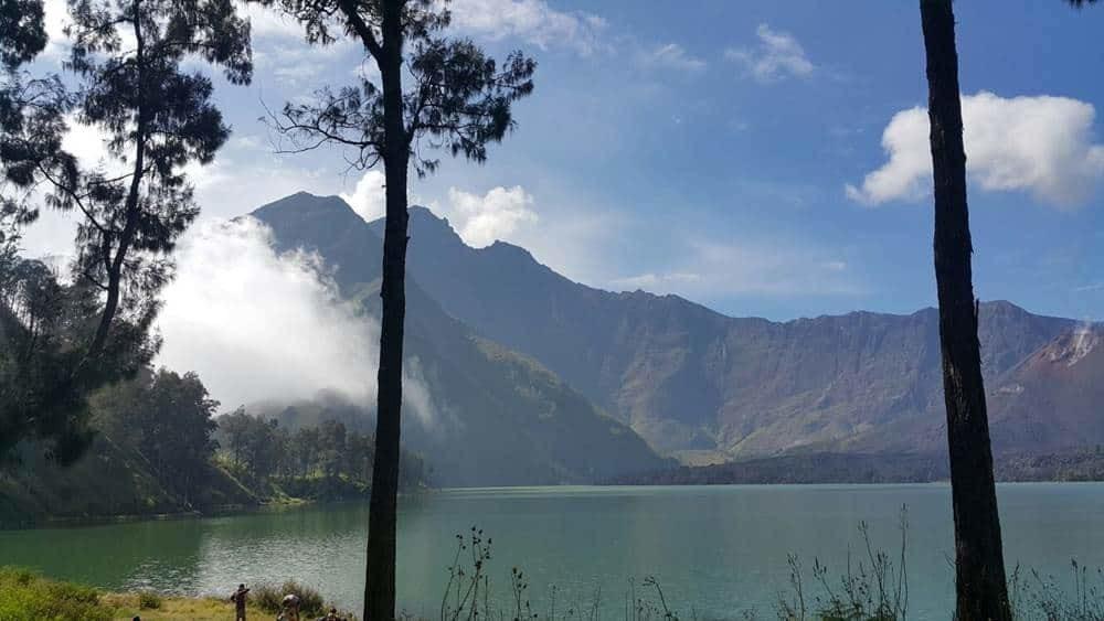 Trekking Summit Rinjani and Lake 4 Days